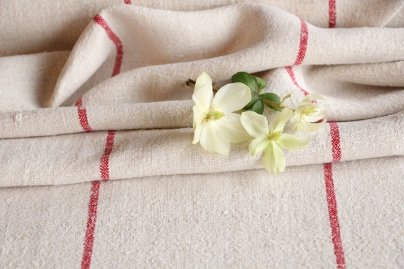 hand-loomed european antique linen Roll RP 961 red