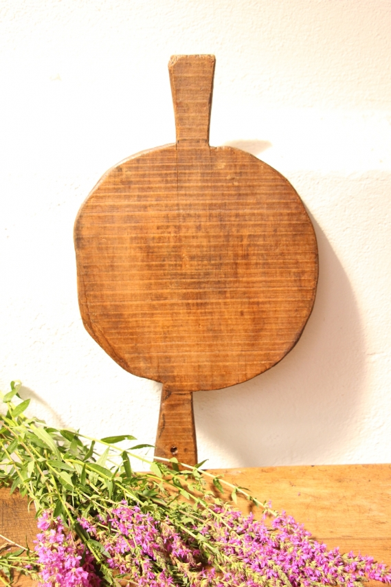 antique handcarved wooden cutting BOARD D 769