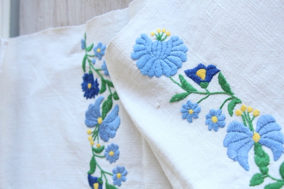 antique charming linen TOWEL handstitched embroidery florarl folklore D 796
