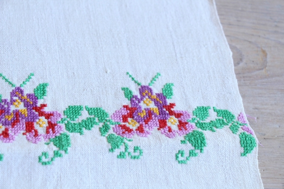 antique charming linen TOWEL handstitched embroidery florarl folklore D 789