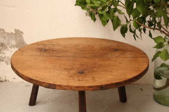 hand-carved antique wooden table D 853