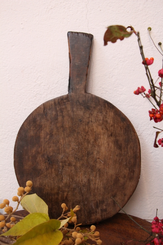 antique handcarved wooden cutting BOARD D 888
