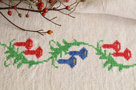 antique charming linen TOWEL handstitched embroidery floral folklore D 919