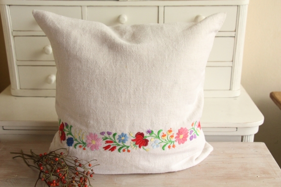 ready made linen pillow floral embroidery D 911
