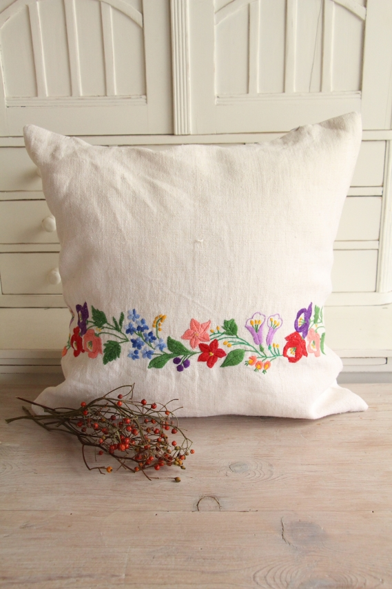 ready made linen pillow floral embroidery D 910
